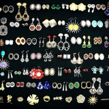 Mixed Ladies Jewellery Items Earrings  and Brooches (500 pieces)